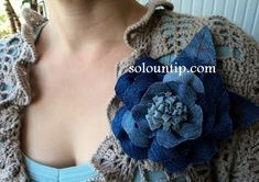 Broche con tela vaquera :: Good Idea Girls Denim Flowers, Cloth Flowers, Paper Flowers Diy, Flowers In Hair, Fabric Flowers, Sewing Crafts, Sewing Projects, Denim Ideas, Denim Crafts