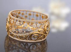 Tips On Choosing Beautiful Jewelry To Enhance Your Personal Style. If you just received a piece of jewelry from an inheritance or as a gift, or you just bought a piece on your own, you probably want to know more about jewe Jewelry Accessories, Jewelry Design, Jewelry Ideas, Gold Bangles Design, Deco Engagement Ring, Wedding Engagement, Schmuck Design, Jewelry Patterns, Indian Jewelry