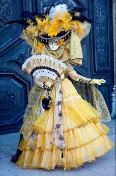 Dazzling Masquerade Costumes at the Carinval of Venice Venetian Costumes, Venice Carnival Costumes, Venetian Carnival Masks, Carnival Of Venice, Masquerade Costumes, Venetian Masquerade, Masquerade Ball, Costume Carnaval, Costume Venitien