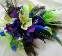 Love the peacock bouquet ... :)