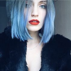 28 People Working The Rainbow Hair Trend Better Than Anyone- is So Subtle Yet Blue Medium Hair Styles, Short Hair Styles, Color Fantasia, Coloured Hair, Grunge Hair, Crazy Hair, Rainbow Hair, Katy Perry, Pretty Hairstyles