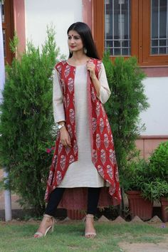 Our shrugs are the ideal strategy to indistinctly put love to effectively shirts while still looking trendy. Salwar Designs, Blouse Designs, Indian Dresses, Indian Outfits, Kurta Style, Shrug For Dresses, Party Wear Dresses, Types Of Dresses, Indian Designer Wear