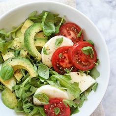 Salada Caprese, Caprese Salat, Healthy Salads, Healthy Eating, Healthy Recipes, Healthy Food, Avocado Recipes, Salad Recipes, Great Recipes
