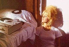 Bridget Bardot.. Records, and Sunshine #blonde #hair #bridgetbardot