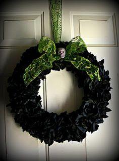 LOVE this Halloween Wreath.