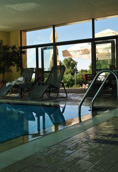Kolejny dzień mamy upał! Nie pozostaje nam nic innego jak zaprosić na nasz basen, z którego można wyjść na ogrody by się poopalać. :) Smażing & basening w hotelu Belweder! ;)