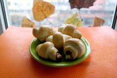 Cornuri pufoase la masina de paine | Gem, Ethnic Recipes, Food, Jewel, Meals, Yemek, Bud, Eten