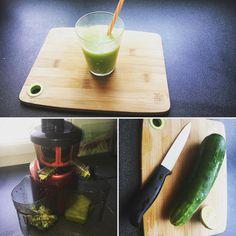 Retour aux fondamentaux : il fait chaud et la transpiration nous fait perdre beaucoup de minéraux / la solution : un bon petit jus de légumes frais ! 3 ingrédients : 1 concombre 1/2 citron vert et 1 goutte d'HE de menthe poivrée 💚💛💚💛 c'est trop bon 😋 Www.naturopathyfamily.fr