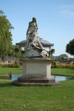 """Le """"Gravier"""" à Agen - Statue de Samson et Dalila avec le Kiosque dans le dos"""