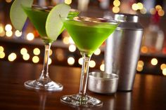 From brilliant green Sour Apple Martinis to elegant Appletinis with vodka and calvados, there's a fun and easy cocktail recipe for every apple lover.