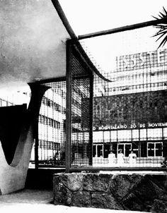 Vista desde la entrada de la calle, Hospital 20 de Noviembre del ISSSTE, Félix Cuevas 540 esq. avenida Coyoacán, Col. Del Valle, México DF 1961 Arqs. Enrique Landa y Agustín Landa Foto. Augustin...