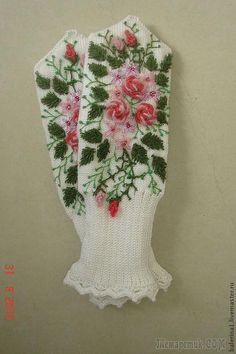Wonderful Ribbon Embroidery Flowers by Hand Ideas. Enchanting Ribbon Embroidery Flowers by Hand Ideas. Crochet Mittens Free Pattern, Crochet Gratis, Crochet Gloves, Knit Mittens, Free Crochet, Embroidery Patterns Free, Knitting Patterns, Embroidery Supplies, Silk Ribbon Embroidery