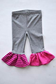 How to make ruffled leggings for girls. Add length by sewing on a ruffled bottom edge with some stretchy cotton fabric scraps. If the leggings do have a top, match the ruffle fabric color to the top. Baby Leggings, Baby Pants, Kids Pants, Girls In Leggings, Girls Ruffle Pants, Knit Leggings, Diy Clothing, Sewing Clothes, Clothing Patterns