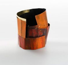 Bracelet | Lucia Massei. 'Aritmia'. Iron, yellow gold, pigments.
