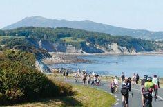 Au pays Basque chaque année se déroule la fête de la corniche vers la mi-septembre. Ce sentier littoral unique reliant St Jean de Luz à Hendaye en passant par Ciboure et Socoa est fermé à la circulation. Vous pouvez donc vous promener en toute liberté...