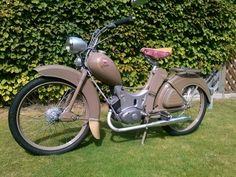"""Simson Fan Martin """"My goal was to make the moped as original as possible .- Simson Fan Martin """"Mein Ziel war es, das Moped möglichst original zu restaurieren"""" Simson Fan Martin """"My goal was to restore the moped as original as possible"""" # - Scooters, Mz Es 250, Simson Motor, Motorbikes Women, Vintage Moped, Cars And Motorcycles, Automobile, Retro, Vehicles"""