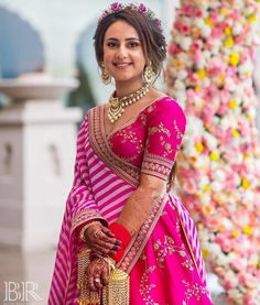 This bride wore a fuschia pink Sabyasachi lehenga for her mehendi and it's the best thing you'll see today! Pink Lehenga, Bridal Lehenga, Sabyasachi Bride, Mehendi Outfits, London College Of Fashion, Indian Wedding Photography, Pretty In Pink, Saree, How To Wear