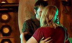 Gif * David Tennant and Billie Piper, the last day of Series 2. David and Billie hugs are the best thing ever.
