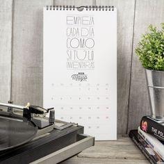Ya están aquí los calendarios para el 2014. Y sí, decimos los calendarios porque este año vamos bien surtidos de modelos y de formatos. Dos diseños diferentes, cada uno de ellos en formato pared y ...