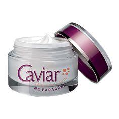 Meget effektiv mot tørr hud og aldringstegn - mild behagelig duft Cellestrukturen i kaviar er svært lik den du finner i cellene i huden. Dette gjør at fornyelse av hudcellene og foryngelsesprosessen går fortere. Kaviar er også med på å øke produksjonen av kollagen i huden din, noe som gjør at aldringsprosessen forsinkes dramatisk. Et stort innhold av DMAE, holder samtidig huden stram, og rynker rettes ut. Caviar inneholder også mineraler som gir huden en sunn og frisk farge. Caviar