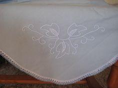 Mantel mesa de 2,80 m y bordado en punto de pales-trina.