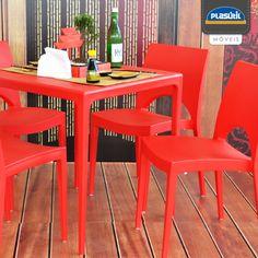 Para aqueles que amam decoração estilo oriental a dica é apostar em cores como o vermelho, dourado e preto. Opte por móveis retos e de formas simples, como as cadeiras e mesa Casabella Plasútil, deixando o ambiente mais equilibrado e aconchegante.