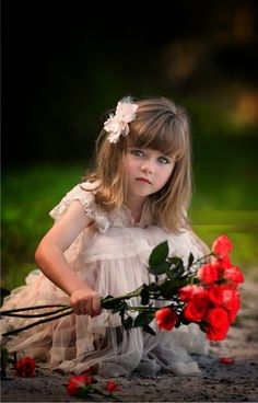 That`s whait I like Beautiful Little Girls, Beautiful Children, Beautiful Babies, Flower Girls, Flower Girl Dresses, Cute Photos, Cute Pictures, Cute Kids, Cute Babies