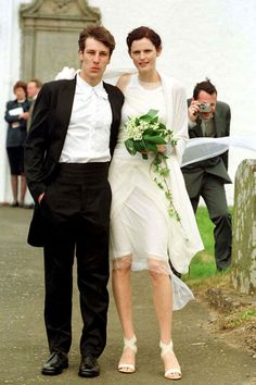 Stella Tennant http://www.vogue.fr/mariage/inspirations/diaporama/les-mannequins-en-blanc-anja-rubik-kate-moss-kendra-spears-lara-stone-bette-frank-isabeli-fontana-malgosia-bella-coco-rocha-jerry-hall/15361/image/847115#!les-mannequin-en-blanc-stella-tennant-mariage-robe-de-mariee-helmut-yang