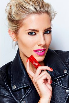 Mollie King strikes a pose for Maybelline for London Fashion Weekend King Fashion, Fashion Beauty, Fashion News, Mollie King, Celebrity Photography, Fashion Photography, Makeup Course, Shades Of Blonde, Beauty Junkie