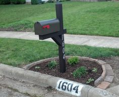 mailbox landscaping - used the paver edging design found here:  http://www.infobarrel.com/Edging_a_Flower_Bed_With_Cement_Pavers