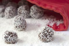 Brownieballs. Raw, pecans, Raw cashews, Medjool dates, cocoa powder, peppermint extract, unsweetened coconut flakes