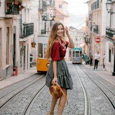 Ola Lisboa! Co zobaczyć i gdzie zjeść w Lizbonie? Poczytajcie na blogu fot. @paulinaszypula #smile #happy #basketbag #manifiqgirls #bemanifiq #skirt #blonde #lisboa #porto #portugal #algarve