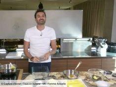 """Monday April Cyril Lignac invited the viewers of his show """"Tous en cuisine"""" to make a wonderful live show banana cake. A homemade banana cake that will delight young… Banana Bread Recipes, Cake Recipes, Bouillon Thai, Chefs, Bolognese Recipe, Curry Shrimp, Lasagna Soup, Crockpot Recipes, Entrees"""