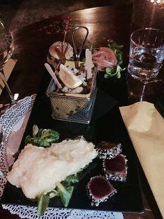 Aperitivo in der Blackmarket Hall in Monti Chocolate Fondue, Desserts, De Chirico, Rome, Tips, Tailgate Desserts, Deserts, Dessert, Food Deserts