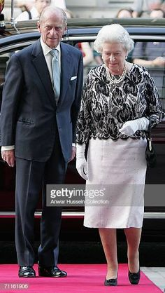 Queen Elizabeth II and The Duke of Edinburgh arrive at a Royal Gala at the Royal Opera House in London June 8 to celebrate her birthday and the. English Royal Family, British Royal Families, God Save The Queen, Galas Photo, Queen And Prince Phillip, Prinz Philip, Elizabeth Philip, Reine Victoria, Royal Families