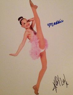 Maddie looks so good in this pic! Watch Dance Moms, Dance Moms Girls, Maddie And Mackenzie, Mackenzie Ziegler, Dance Moms Comics, Maddie Zeigler, Dance Mums, Brooke Hyland, Toddler Girls