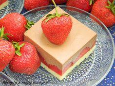 Ďalšia variácia na ovocný zákusok s našou obľúbenou čokoládovou penou, teraz s jahodami...