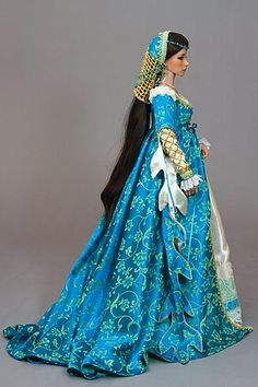 c1440 Italian Renaissance costumed doll- showcasing leaf shaped dragging sleeves