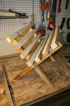 Here are some detailed instructions with pictures of how to build your own folding manger for your Christmas nativity scene. Christmas Float Ideas, Christmas Parade Floats, Ward Christmas Party, Christmas Program, Christmas Yard, Outdoor Christmas, Christmas Crafts, Christmas Decorations, Christmas Plays