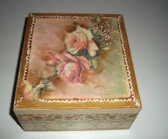 Κουτί απλό τετράγωνο διακοσμημένο με τριαντάφυλλα