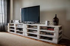 Pallets mobile TV Stand #Pallets, #Recycled, #Stand, #TV
