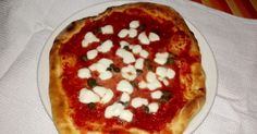 Classic #Italian #pizza #dough Classic Italian, Pizza Dough, Pepperoni, Bon Appetit, Cooking Recipes, Homemade Cosmetics, Pasta, Desserts, Food
