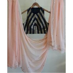 Simple Saree Designs, Fancy Blouse Designs, Saree Jacket Designs, Saree Blouse Neck Designs, Trendy Sarees, Stylish Sarees, Indian Dress Up, Stylish Blouse Design, Indian Designer Outfits