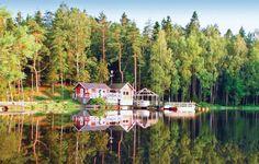 Vakantiehuis - Anneberg/Kungsbacka, Halland - Zweden. 7-persoons vakantiehuis, met een panoramisch uitzicht op het meer. Een visuitrusting staat u ter beschikking evenals een sauna. Neem een koude duik, ga lekker fietsen of geniet gewoon van de rust. Meer info: http://www.novasol.be/p/S02603