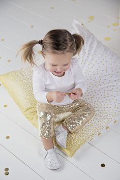 Planning a pretty party for your princess? From décor to outfits — you can never go wrong with sparkles, sparkles and more sparkles.