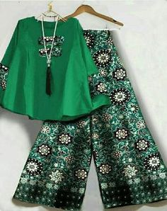 27 Ideas style hijab celana kulot for 2019 Latest African Fashion Dresses, African Dresses For Women, African Print Fashion, African Attire, Girls Dresses, Kulot Batik, Batik Dress, Batik Fashion, Hijab Fashion