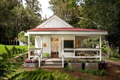 The tiny house movement isn't necessarily about sacrifice. Check out these small house pictures and plans that maximize both function and style! These best tiny homes are just as functional as they are adorable. Tiny House Movement, Cabins And Cottages, Beach Cottages, Small Cabins, Log Cabins, Modern Cabins, Country Cottages, Country Houses, Coastal Cottage