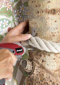Etkö löydä sisustukseen sopivaa kissan kiipeilypuuta? Katso Avotakan ohje ja tee kiipeilypuu kuivasta puunrungosta ja köydestä.