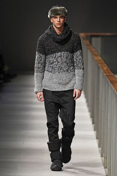 Get fashionable warm during colder days with a sweater vest! Get helpful fashion tips in wearing sweater vests right here! Knit Fashion, Mens Fashion, River Viiperi, Moda Crochet, Poncho Dress, Gothic Men, Barcelona Fashion, Designer Clothes For Men, Knitting Designs