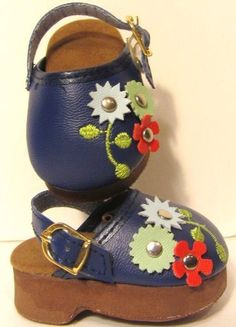 Blue Daisy Clogs Doll Shoes Fits American Girl Doll Shoes, 18 Inch Doll Shoes by The Wishlist Store, http://www.amazon.com/dp/B007TB2EHU/ref=cm_sw_r_pi_dp_5B3.qb1H2EYBN